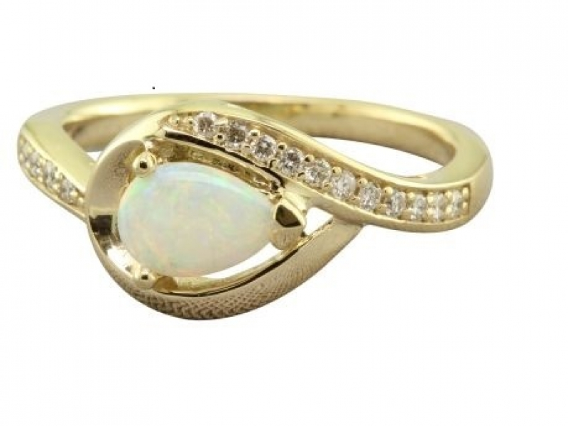 OPAL & DIAMOND YELLOW GOLD RING by Parle